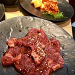 Wagyuuyakinikumo - ハラミとキムチ盛り合わせ。