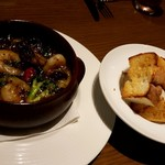 ワイン食堂 リコロソ - 海老と夏野菜のアヒージョ
