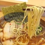 111099376 - 極細ストレート麺は歯触り良し。                       『和』を強く感じる節スープとの相性もいいです。
