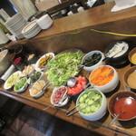 三陸ワイン食堂 kerasse TOKYO - アラ汁と新鮮な野菜が食べ放題