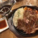 Beef Labo - 「サーロイン(15オンス420g)ステーキカレー」2,990円             「ガーリックライスに変更」50円