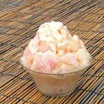 いちごカフェ - 桃の果実のかき氷