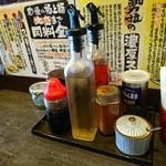 勢拉 - テーブルユース(酢とラー油の入れ物が代わってる)