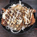 資さんうどん - ソースチキンカツ丼、マヨとソースで厚化粧。