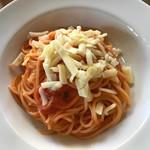 ペスカッペ - チーズとバジルのトマトソースパスタ