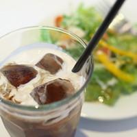 マンマ-ランチセットのアイスコーヒー&サラダ