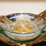 祇園 にしかわ - 渡り蟹、 うちこ 秋田のじゅん菜、 三杯酢のジュレ