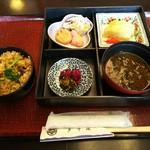ホテルリゾートイン二見 - 料理写真:貝めし朝食