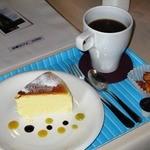 北蔵カフェ ひがの   - チーズケーキ+コーヒー