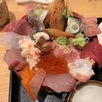 漁師寿司食堂どと~んと日本海 - 海鮮上ちらし