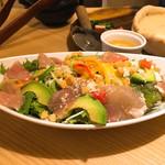 肉バル×個室 ChaCha - 生ハムとアボカドシーザーサラダ