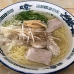 新生軒 - 料理写真:ワンタン麺700円
