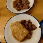 111159882 - 肉豆腐と肉煮込み