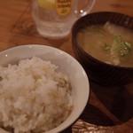 むすび食堂 - 麦ごはんとおみそ汁