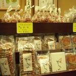 香梅堂 - 店内のお菓子いろいろ