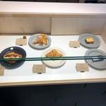 ROKUMEI COFFEE CO. NARA - フードメニュー ディスプレイ
