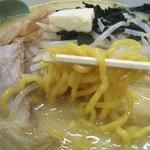 111179976 - 札幌風の黄色い太縮れ麺
