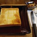 111183681 - 焼きトースト&ピーナッツバター