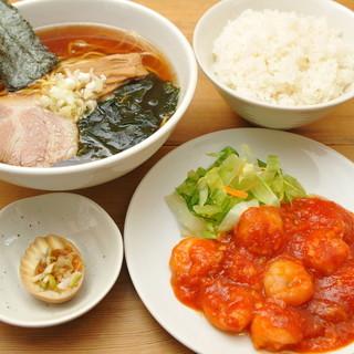 毎月28日は麺飯の日!