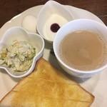 All days cafe - レギュラーモーニング カフェ・オ・レ400円。