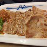 松屋 - 豚肩ロースの焼肉にバーベキュー味焼肉のタレ、大根おろしにはポン酢を