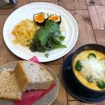 FLOW - ◆野菜グラタンには「パン」だけでなく「ゆで卵」「サラダ」「ピラフ」が付きます。
