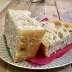 FLOW - パン・・このパン、美味しい。