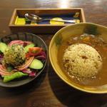 cafeハッカ - 料理写真:じっくり煮込んだ野菜たっぷりハッカカレー(サラダ付) 1000円 (2019.6)