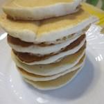 Eggs 'n Things - 1カップで少し小さめのパンケーキが約7枚