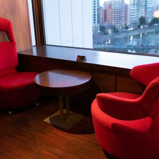 【こだわりの家具】全席こだわりのイタリア製の椅子♪