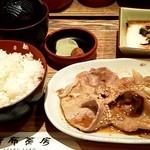 麻布茶房 - 豚生姜焼きとろろ定食 980円 (五穀米、新香、味噌汁、とろろ付)