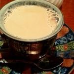 麻布茶房 - カフェオレ ドリンクセットにて180円 ミルクたっぷり、カップがお洒落ですよね♪