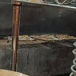 うなぎの中庄 - 炭で焼いている調理場