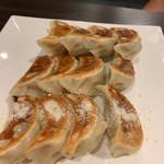 餃子酒場 - 料理写真:焼き餃子盛り合わせ880円