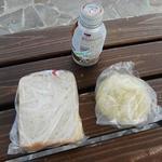 萱沼製パン - 購入したもの。※コーヒーはコンビニで購入