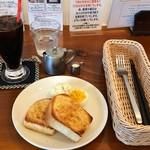 コムヒー - モーニング②アーモンドトースト(ドリンク付き)550円、アイスコーヒー選択