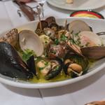 IL BALLOND'ORO - いろいろ貝の白ワイン蒸し