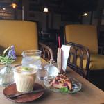 橙カフェ - 料理写真:無花果のミルクティーとさくらんぼのサワーケーキ