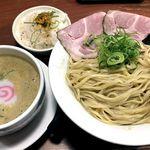 111243273 - 数量限定「鰹薫る 王道魚介白湯つけ麺」