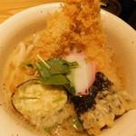 饂飩 四國 - 天ぷら定食の天ぷらうどんのアップ