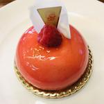 111251173 - 新作の「サヴァイヨン・ルージュ」愛らしいピンクと白い花弁が食べるのが勿体ないほど(๑>◡<๑)♡