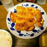 ホワイト餃子 - 焼き餃子の10個定食、ご飯中盛り(他にキムチあり)