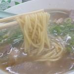 11126776 - しょうゆラーメン(麺持ち上げ)