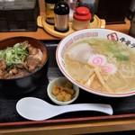 ラーメン幸雅 - 牛スジ煮込み丼セット 940円