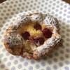 やさしい風 - 料理写真:⚫︎焼きいちごのクロワッサン 甘みは控えめでさっくり。