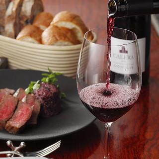 芳醇な味わいが誘う安息のひととき。表情豊かなワインをご用意