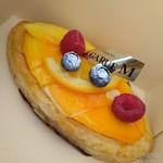 ル ガリュウM - 料理写真:夏のフルーツパイ