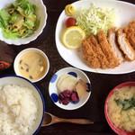 豚彩食堂 よらく - 「日替わりランチ(とんかつ定食)」@1000