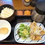 こめらく - 〔日替〕鶏竜田のゆずこしょう風味(¥980)。明太子・鮭トッピングは、お茶漬けが止まらなくなる最強タッグ