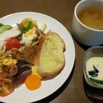 藤沢 日本酒×肉バル 来酒 - 全部盛ってみたの図(*´>ω<`*) スープがあるのは嬉しいポイント♪